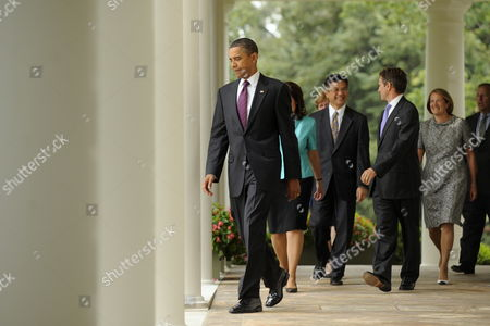 Us President Barack Obama (l) Walks Down the Colonnade with Members of His Economic Team to Deliver Remarks on the Economy and Monthly Employment Figures in the Rose Garden of the White House in Washington Dc Usa 03 September 2010 Unemployment Reached 9 6 Per Cent and Fifty-four Thousand Jobs Were Lost in the Us in August 2010 According to the Bureau of Labor Statistics 03 September 2010 August is the Third Straight Month the Us Has Lost Jobs But During the Same Period the Private Sector Gained Sixty-seven Thousand Jobs Also in the Picture is National Economic Council Director Lawrence Summers (r) Small Business Administrator Karen Mills (2-r) Us Treasury Secretary Timothy Geithner (3-r) and Secretary of Commerce Gary Locke (4-r) United States Washington