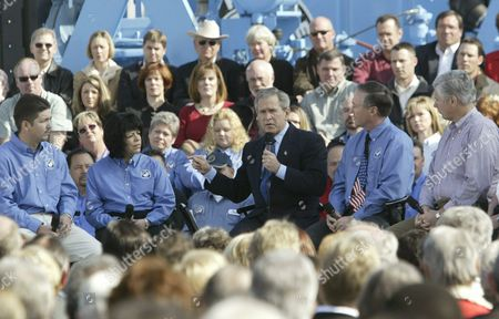 U S President George W Bush (c) Holds 'A Conversation On the Economy' with Workers at the 'Rain For Rent' Company in Bakersfield California Thursday 4 March 2004 Joining the President On Stage Was (l-r) Ismael Diaz Theresa Avila the President John Lake and Chris Disalva the Conversation Was Part of a Campaign Trip Through California