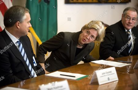 Assistant to the President and Special Advisor to the Secretary of the Treasury on the Cfpb Elizabeth Warren (c) with Chairman of Csbs and Banking Commissioner of the State of Iowa Tom Gronstal (r) Arrives at the Opening of a Roundtable Hosted by the Consumer Financial Protection Bureau (cfpb) Implementation Team at the Us Treasury Department in Washington Dc Usa 04 January 2011 Warren Will This Week Name Holly Petraeus to a Position where She Will Work to Protect Military Families From Predatory Lenders Petraeus is the Wife of General David Petraeus the Us Commander in Afghanistan United States Washington