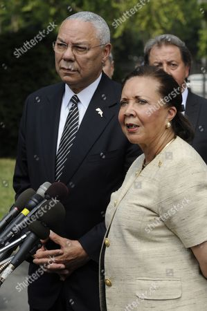 Former Us Secretary of State General Colin Powell (l) and His Wife Alma Powell (r) Deliver Remarks to Members of the News Media Following a Meeting with Business Leaders and Obama Administration Officials on Ways to Improve Education and the Us Workforce at the White House in Washington Dc Usa 18 July 2011 United States Washington