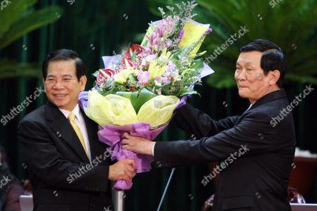 Newly Elected State President Truong Tan Sang (r) Receives Flowers From His Predecessor Nguyen Minh Triet (l) During the 13th National Assembly in Hanoi Vietnam 25 July 2011 Truong Tan Sang 62 Politburo Member and Permanent Member of the Party Central Committee Secretariat Has Been Elected the New State President by the National Assembly on 25 July 2011 Viet Nam Hanoi