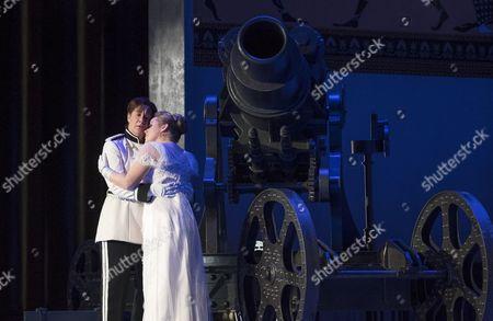 Alice Coote as Octavian, Sophie Bevan as Sophie von Fanimal,