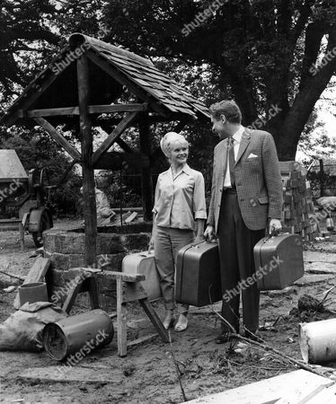 'Father Came Too'  Film - 1964 - Sally Smith, Stanley Baxter