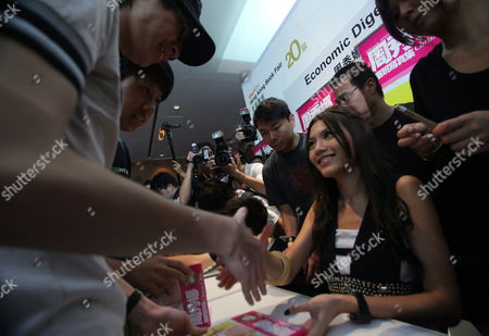 Japanese Teen Model Chrissie Chau (c) and a Fan Shake Hands on the First Day of the Hong Kong Book Fair at the Convention and Exhibition Centre in Hong Kong China 22 July 2009 the Hong Kong Book Fair Draws Thousands of Visitors Thanks to Some 500 Exhibitors From 20 Countries and Regions It Will Run From 22 to 28 July China Hong Kong