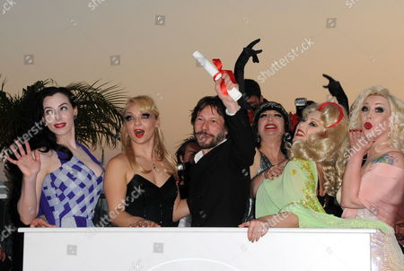 French Director Mathieu Amalric (3-l) Poses with Actresses (l-r) Evie Lovelle Julie Atlas Muz Kitty on the Keys Dirty Martini and Mimi Le Meaux During a Photocall After He Received the Best Director Award For His Movie 'Tournee' (on Tour) at the 63rd Cannes Film Festival in Cannes France 23 May 2010 France Cannes