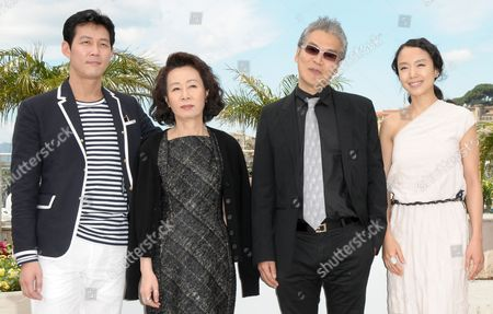 (l-r) South-korean Actor Lee Jung-jae South-korean Actress Youn Yuh-jung South-korean Director Im Sang-soo and South-korean Actress Jeon Do-youn Pose During the Photocall of the Movie 'The Housemaid' During the 63rd Cannes Film Festival in Cannes France 14 May 2010 the Movie by Im Sang-soo is Presented in Competition at the Cannes Film Festival 2010 Running From 12 to 23 May France Cannes