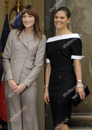 French First Lady Carla Bruni Sarkozy (l) and Princess Victoria of Sweden (r) Pose For Photographers at Elysee Palace in Paris France 28 September 2010 on the Third Day of the Swedish Royal Couple's Official Visit to France Crown Princess Victoria of Sweden and Prince Daniel Westling Are on a Four Day Official Visit to France France Paris