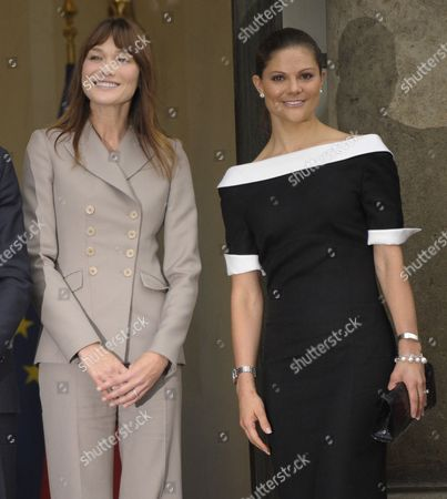 French First Lady Carla Bruni Sarkozy (l) and Princess Victoria of Sweden (r) Pose For Photographers at Elysee Palace in Paris France 28 September 2010 on the Third Day of the Swdish Royal Couple's Official Visit to France Crown Princess Victoria of Sweden and Prince Daniel Westling Are on a Four Days Official Visit to France France Paris