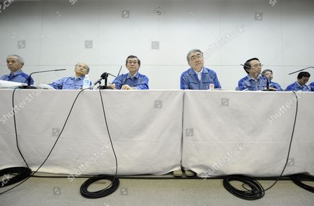 Tokyo Electric Power Co's (tepco) Newly Appointed President Toshio Nishizawa (2-r) and Former President Masataka Shimizu (3-l) Attend a News Conference at the Company Headquarters in Tokyo Japan 20 May 2011 Masataka Shimizu Resigned As the Fukushima Nuclear Crisis Generated a Loss of 1 25 Trillion Yen (15 Billion Us Dollars) the Biggest Loss For a Nonfinancial Japanese Company (excluding Financial Institutions) Japan Tokyo