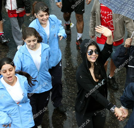 Lebanese Singer and Actress Haifa Wehbe Waves to Photographers During the Annual Beirut International Marathon Dowtown Beirut Lebanon 06 December 2009 Some 31 000 People From 61 European and Arabic Countries Participate in the Marathon Under the Motto 'It's Time to Run' Ethiopian Mohammed Hussein Won the 42 Km Race Followed by Eston Ngiar From Kenya (2nd) and Abraham Belete From Ethiopia (3rd) Respectively Lebanon Beirut