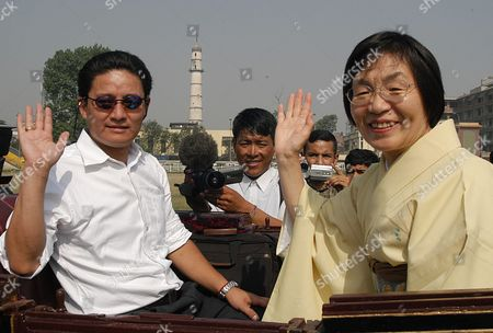 Jamling Sherpa (l) the Son of Late Climber Sherpa Tenzing Norgay and Junko Tabei (r) the First Woman Climber of Mt Everest Wave to Wellwishers As They Arrive For Official Ceremonies in Kathmandu's Durbar Square Tuesday 27 May 2003 Everett and About 100 Other Climbers Are in Kathmandu to Celebrate the 50th Anniversary of the Conquest of Mount Everest Hillary and Sherpa Tenzing Norgay Scaled the 8 850-meter Summit on 29 May 1953 They Are Credited with Being the First Epa-photo/epa/narendra Shrestha Nepal Kathmandu
