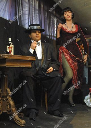 Stock Picture of Ffm943-20010504-st Petersburg Russian Federation: the Composition of Wax Figures Shows Italian Mafia Boss Al Capone (l) with Unidentified Young Woman (r) at the Wax Figures Exhibition 'Tragic Moments of the History' in St Petersburg 04 May 2001 Al Capone was a Legendary Mafia God-father Epa Photo Russian Federation St.petersburg