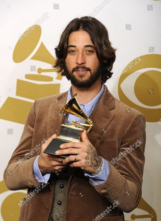 Us Songwriter Ryan Bingham Holds His Grammy Award For Best Song Written For Motion Picture Television Or Other Visual Media For His Song the Weary Kind From the Movie Crazy Heart in the Photo Room at the 53rd Annual Grammy Awards at Staples Center in Los Angeles California Usa 13 February 2011 United States Los Angeles