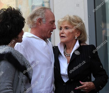 Us Singer Jane Morgan (r) Talks with Us Actors James Caan (c) and Carol Bayer Sager (l) Following a Ceremony Honoring Morgan with a Star on the Hollywood Walk of Fame in Hollywood California Usa 06 May 2011 Morgan Received the 2439th Star on the Hollywood Walk of Fame United States Hollywood