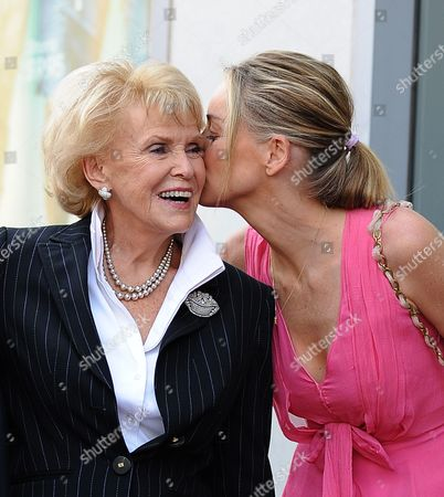 Us Actress Sharon Stone (l) Kisses Us Singer Jane Morgan (r) Following a Ceremony Honoring Morgan with a Star on the Hollywood Walk of Fame in Hollywood California Usa 06 May 2011 Morgan Received the 2439th Star on the Hollywood Walk of Fame United States Hollywood