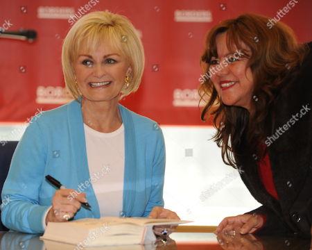 Editorial photo of Usa Kitty Kelley Autographs - Apr 2010