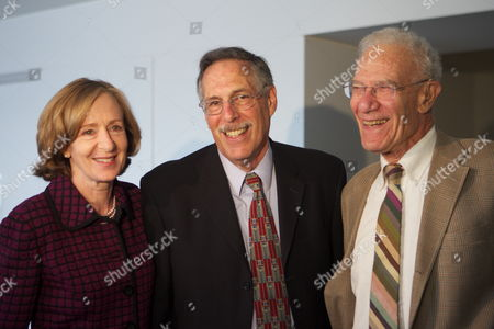 Mit Professor of Economics Peter Diamond Center Poses For a Portrait with Mit President Susan Hockfield and Mentor 1987 Nobel Winner Robert Solow After a Press Conference Announcing Diamond's Winning of the 2010 Nobel Prize in Economics at the Mit Campus in Cambridge Mass Usa on 11 October 2010 Hours After Being One of Three Awarded the Nobel Prize in Economic Sciences United States Cambridge