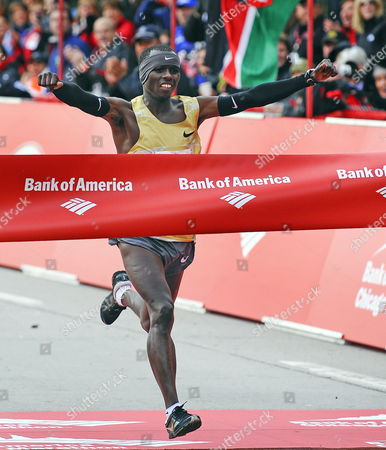 Sammy Wanjiru of Kenya Celebrate As He Crosses the Finish Line of the 2009 Bank of America Chicago Marathon in Chicago Illinois Usa 11 October 2009 Wanjiru Finished First Place with a Time of 2:05:41 Registration Was Closed Weeks Ago For the Event When the 45 000 Participant Limit Was Reached