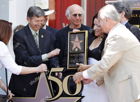 Us Actress Julia Louis-dreyfus (3-r) Receives Her Star on the Hollywood Walk of Fame During Ceremony in Hollywood California Usa 04 May 2010 Emmy Award Winner Julia Louis-dreyfus Star of 'Seinfeld' and 'The New Adventures of Old Christine' Received the 2 407th Star on the Hollywood Walk of Fame From Left to Right is Hollywood Chamber of Commerce President /ceo Leron Gubler Writer/producer Larry David 'Seinfeld ' 'Curb Your Enthusiasm' Julia Louis-dreyfus Los Angeles Councilman Tom Labonge and Alan Horn President and Coo of Warner Bros (slightly Obscurred) United States Hollywood