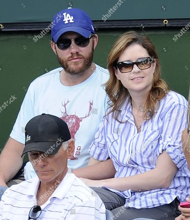 Us Actress Jenna Fischer (r) and Husband Us Writer/director Lee Kirk (l) Watch the Andy Roddick of the Us Play Richard Gasquet of France During the Bnp Paribas Open in Indian Wells California Usa 16 March 2011 United States Indian Wells
