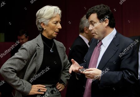 French Minister For Economy Christine Lagarde (l) and Irish Minister For Finance Brian Lenihan (r) Chat at the Start of an Euro Group Finance Ministers Meeting at the Eu Council Headquaters in Brussels Belgium 17 January 2011 Belgium Brussels