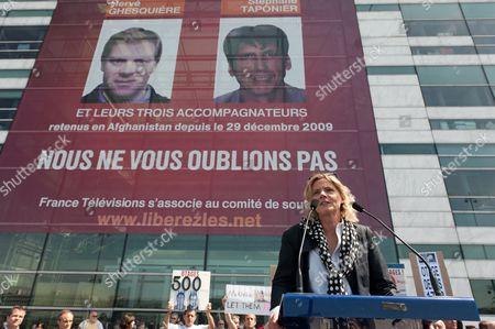 French Journalist and Ex Hostage Florence Aubenas Gives a Speech During a Rally Calling For the Release of the Two French Journalists Stephane Taponier and Herv? Ghesqui?re who Have Spent 500 Days in Captivity in Afghanistan at the Esplanade Henri De France in Paris France 13 May 2011 the 'France 3' Television Reporters Were Taken Hostage by Taliban Militants on 29 December 2009 Some 60 Kilometres From Kabul Along with Their Three Afghan Assistants According to Reporters Without Borders the Press Freedom Organisation Taponier and Ghesqui?re Are Currently the Only Reporters in the World Being Held Hostage France Paris