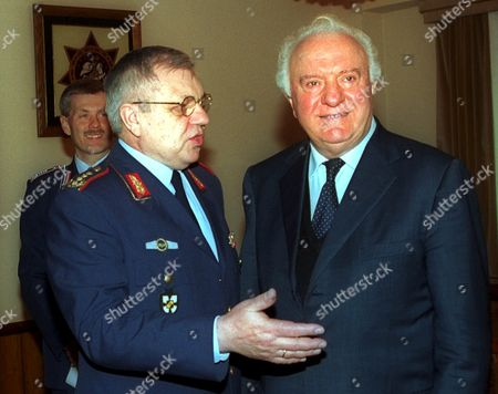 Mos232 - 20020425 - Tbilisi Georgia : German General Inspector of Armed Forces Harald Kujat (l) Gestures As He Talks to Georgian President Eduard Shevardnadze During Their Meeting in Tbilisi 25 April Harald Kujat Arrived in Georgia For a Two-day Working Visit Epa Photo Georgia Tbilisi
