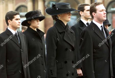 Copenhagen Denmark: Spaniard Carlos Morales Quintana His Wife Princess Alexia Daughter of Ex-queen Anne-marie of Greece Elvire De Rochefort From France and Her Fiance Prince Gustav Zu Sayn-wittgenstein-berleburg Son of Princess Benedikte Sister of Queen Margrethe of Denmark (from L to R) Follow the Coffin of Danish Queen Mother Ingrid to the Central Train Station in Copenhagen Tuesday 14 November 2000 a Train with the Coffin and the Royal Family Departed From Copenhagen to Roskilde where the Funeral Takes Part Queen Mother Ingrid Danish Queen From 1947 Until 1972 Died November 7th at the Age of 90 Epa Photo/anja Niedringhaus
