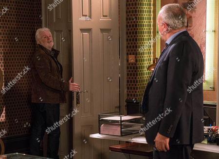 Lawrence White, as played by John Bowe, is relieved Ronnie, as played by John McArdle, is there for him band tells Ronnie he is going to take the blame. Ronnie refuses to let that happen and locks him in. In court, panic spreads as they wait for Lawrence to turn but Lawrence is still locked in - how can he get out of this situation? (Ep 7720 - Thur 12th January 2017)***
