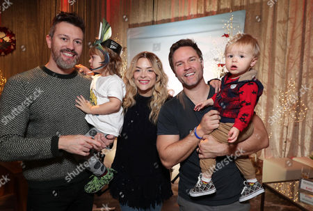 Kyle Newman, Jaime King, and sons James Knight Newman and McCoy Lee Porter