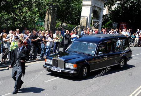 People Line the Streets of Brighton to See the Hearse of World War i Veteran and the World's Oldest Man Henry Allingham Following His Funeral Service at St Nicholas Church in Brighton Britain 30 July 2009 Henry Allingham the World's Oldest Man and One of the Last Surviving World War i Servicemen Died at the Age of 113 18 July Mr Allingham Served with the Royal Naval Air Service in Wwi Later Transferring to the Royal Air Force at the Time of Its Creation Epa/andy Rain United Kingdom London