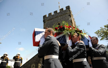Soldiers From the Royal Navy and Royal Airforce Carry the Coffin of World War i Veteran and the World's Oldest Man Henry Allingham Following His Funeral Service at St Nicholas Church in Brighton Britain 30 July 2009 Henry Allingham the World's Oldest Man and One of the Last Surviving World War i Servicemen Died at the Age of 113 18 July Mr Allingham Served with the Royal Naval Air Service in Wwi Later Transferring to the Royal Air Force at the Time of Its Creation United Kingdom London