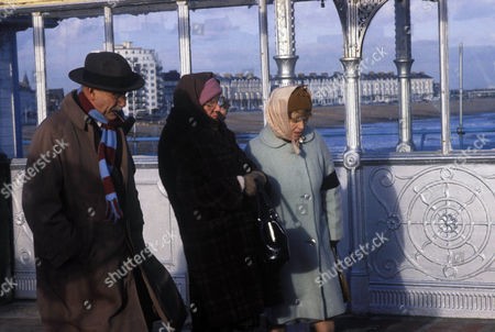 'Till Death'  TV - 1981 - Alf and Elsie Garnett retire to Eastbourne Picture shows - (L-R) Warren Mitchell as Alf Garnett, Dandy Nichols as Else Garnett and Patricia Hayes as Min
