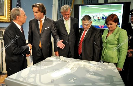 New York City Mayor Michael Bloomberg (l) Talks with Camiel Eurlings (2-l) While Looking at a Model of the Expansion and Improvements of One of the Terminals at John F Kennedy International Airport at City Hall in New York New York Usa on 11 August 2010 Also Pictured Are Jos Nijhuis (3-l) Ceo of Schipol Group New York State Assembly Speaker Sheldon Silver (2-r) and New York City Council Speaker Christine C Quinn (r) United States New York