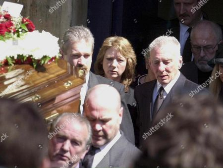 Stock Image of London United Kingdom : Reggie Kray Aged 66 with His Wife Roberta Follow the Coffin of His Elder Brother Charlie Wednesday April 19 2000 As He Leaves the Church in Bethnal Green in the Eastend of London Charlie Died in Prison As Did Reggies Twin Brother Ronnie who Died in 1995 Whilst Reggie who is Still Serving Time in Prison After 31 Years was Allowed out For the Day to Attend the Twins Ran an Empire of Extortion Back in the 1960 But Were Eventually Jailed For Murder (electronic Image)