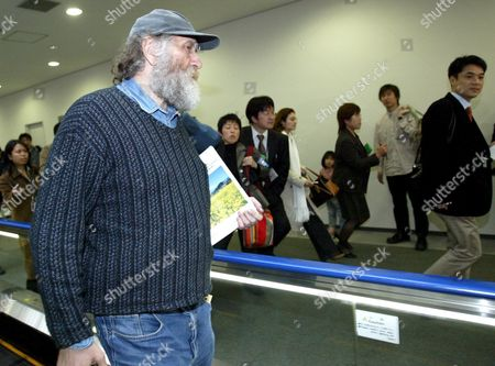 Epa000397131 Bobby Fischer Chess Champion Walking Towards the Departure Gate at Tokyo's Narita Airport Thursday 24 March 2005 Fisher Was Held Eight Months by Japanese Immigration Authorities For an Alledged Invalid U S Passport Released After Gaining Natioality by Iceland Fisher is in Route to Iceland Via Copenhagen On Scandinavian Airways Flight Epa/everett Kennedy Brown