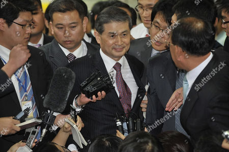 South Korean Clone Doctor Hwang Woo-suk (c) is Surrounded by Media After His Trial at the Central District Court in Seoul South Korea 26 October 2009 a South Korean Court Has Convicted the Disgraced Cloning Scientist Hwang Woo-suk of Fraud Over His Stem Cell Research He Was Given a Two-year Sentence Suspended For Three Years