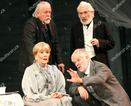 William Gaunt (Gayev), Frank Finlay (Firs), Diana Rigg (Ranyevskaya) and Michael Siberry (Lopakhin)