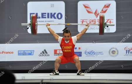 Tian Yuan of China Competes in the Women's 48kg Snatch Competition at the World Weightlifting Championships She Snaches 90kg and Wins the Gold Medal in Disney Village Near Paris France 05 November 2011 France Paris