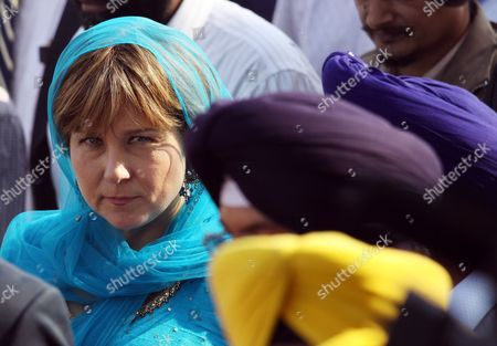 Christy Clark Premier of British Columbia Canada During Her Visit to Pay Obeisance at the Golden Temple the Holiest of Sikh Shrines in the Northern Indian City of Amritsar 16 November 2011 Christy Clark is Leading a British Columbia Government Trade Mission to India the University of British Columbia is Opening Two Offices in India As Part of Efforts to Gain a Foothold in One of the World's Most Rapidly Growing Higher Education Markets As Announced by Christy Clarke in Bangalore on 15 November India Amritsar