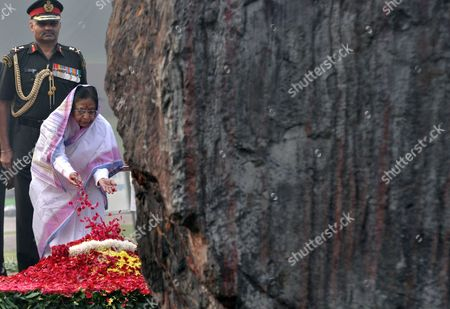 Indian President Pratibha Devisingh Patil Pays Tributes at the Shakti Sthala the Memorial of the Former Prime Minister of India Indira Gandhi on Her 94th Birth Anniversary in New Delhi 19 November 2011 India New Delhi