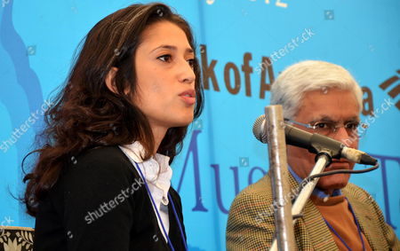 Pakistani Poet and Granddaughter of Former Pakistani Prime Minister Zulfikar Ali Bhutto Fatima Bhutto (l) Speaks As Karan Thapar One of India's Noted Television Commentators and Interviewers Sits Along Her During the Jaipur Literature Festival in Jaipur India 22 January 2012 Dsc Jaipur Literature Festival is the Largest Literary Festival in Asia-pacific and the Most Prestigious Celebration of National and International Literature to Be Held in India India Jaipur