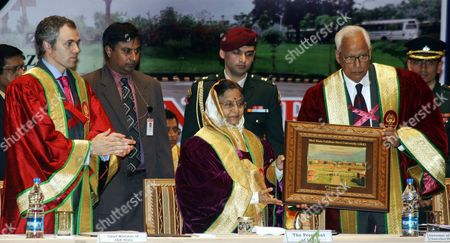 Indian President Pratibha Devisingh Patil (c) Receives Memento From the Jammu and Kashmir Governor N N Vohra (r) Along with Chief Minister Omar Abdullah (l) During the Third Convocation of Shri Mata Vaishno Devi University (smvdu) at Katra About 45 Km From the Northern Indian City of Jammu the Winter Capital of Kashmir on 25 November 2011 President Pratibha Patil Will Attend and Addressing Many Functions and Would Also Be Offering Payers at the Vaishno Devi Shrine During Her Three-day Visit to Jammu and Kashmir India Jammu