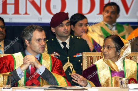 Indian President Pratibha Devisingh Patil (r) Talks with Jammu and Kashmir Chief Minister Omar Abdullah (l) During the Third Convocation of Shri Mata Vaishno Devi University (smvdu) at Katra About 45 Km From the Northern Indian City of Jammu the Winter Capital of Kashmir on 25 November 2011 President Pratibha Patil Will Attend and Addressing Many Functions and Would Also Be Offering Payers at the Vaishno Devi Shrine During Her Three-day Visit to Jammu and Kashmir India Jammu