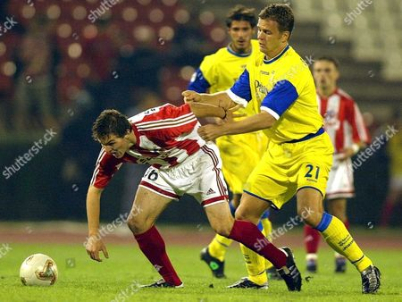 Belgrade - Yugoslavia: German Oliver Bierhof (r) of Chievo Verona Fights For the Ball with Nenad Kovacevic (l) of Red Star Belgrade During Their Uefa Cup First Round First Leg Match in Belgrade Thursday 19 September 2002