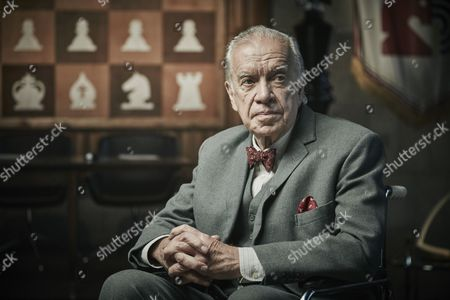 Stock Image of ITV ENDEAVOUR SERIES IV EPISODE 1 Pictured : James Laurenson as Prof George Amory.