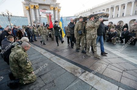 Ukrainians carry coffin with the body of the 'Kievskaya Rus' battalion serviceman Volodymyr Andreshkiv who was killed in the eastern Ukraine conflict, during the funeral ceremony at the Independence Square in Kiev, Ukraine, 22 December 2016. Secretary of the National Security and Defense Council of Ukraine Oleksandr Turchynov has announced that during recent battles near the town of Svitlodarsk the Armed Forces of Ukraine counter-attacked enemy troops, moved forward and took new positions as UNIAN agency report.