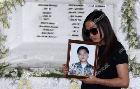 Filipino Singer/actress Charice Pempengco Holds a Portrait of Her Father Ricky Pempengco During a Burial Ceremony at a Cemetery in Cabuyao Laguna Province South of Manila Philippines 05 November 2011 the Father of the 18-year-old Glee Star was Laid to Rest Five Days After He was Stabbed to Death by Construction Worker Angel Capili Jr Hundreds of Fans Converged on the Cemetery to Get a Glimpse of the Singer Officials Said Philippines Manila