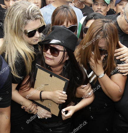 Filipino Singer/actress Charice Pempengco (c) Weeps Next to Her Mother Raquel (r) After Paying Her Last Respect to Her Father Ricky Pempengco During a Burial Ceremony at a Cemetery in Cabuyao Laguna Province South of Manila Philippines 05 November 2011 the Father of the 18-year-old Glee Star was Laid to Rest Five Days After He was Stabbed to Death by Construction Worker Angel Capili Jr Hundreds of Fans Converged on the Cemetery to Get a Glimpse of the Singer Officials Said Philippines Manila