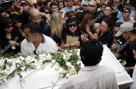Filipino Singer/actress Charice Pempengco (c) Weeps After Paying Her Last Respect to Her Father Ricky Pempengco During a Burial Ceremony at a Cemetery in Cabuyao Laguna Province South of Manila Philippines 05 November 2011 the Father of the 18-year-old Glee Star was Laid to Rest Five Days After He was Stabbed to Death by Construction Worker Angel Capili Jr Hundreds of Fans Converged on the Cemetery to Get a Glimpse of the Singer Officials Said Philippines Manila